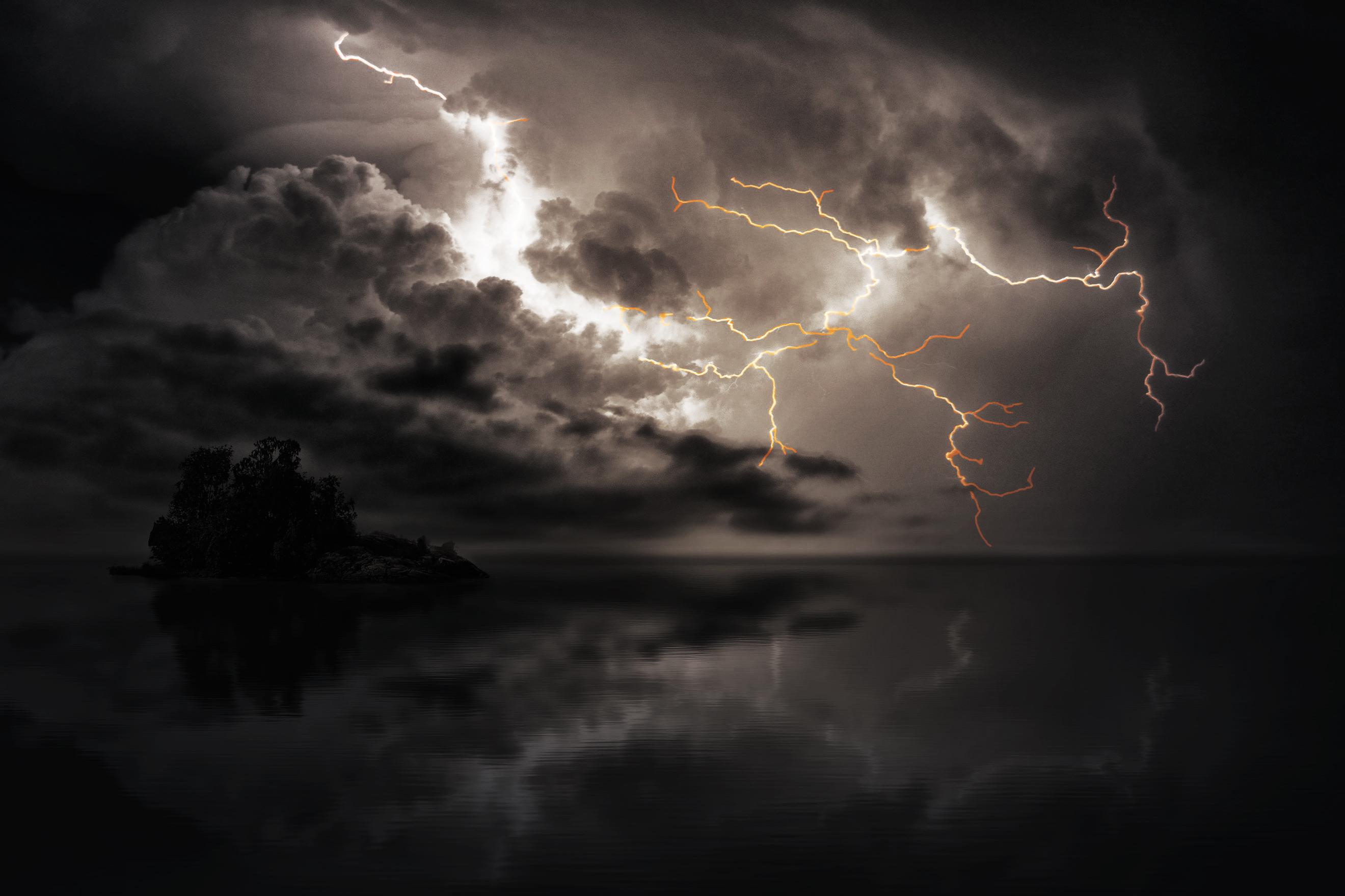 EIURS-BG-Lightning-1